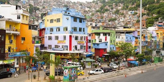Empreendedores de favelas usam mídia social e temporalidade para estimular o turismo e combater percepções negativas