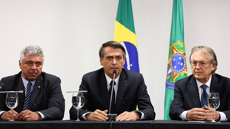 Bolsonaro with Luciano Bivar and Major Olimpio of the PSL
