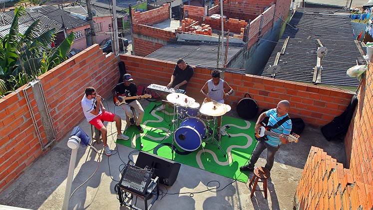 The band Louva de Laje rehearses on a laje in Cidade Tiradentes, São Paulo