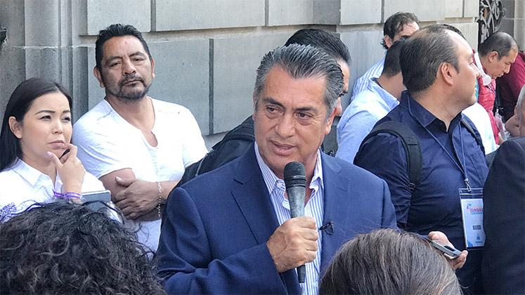 "Jaime 'El Bronco"" Rodríguez speaking to journalists in Mexico City"