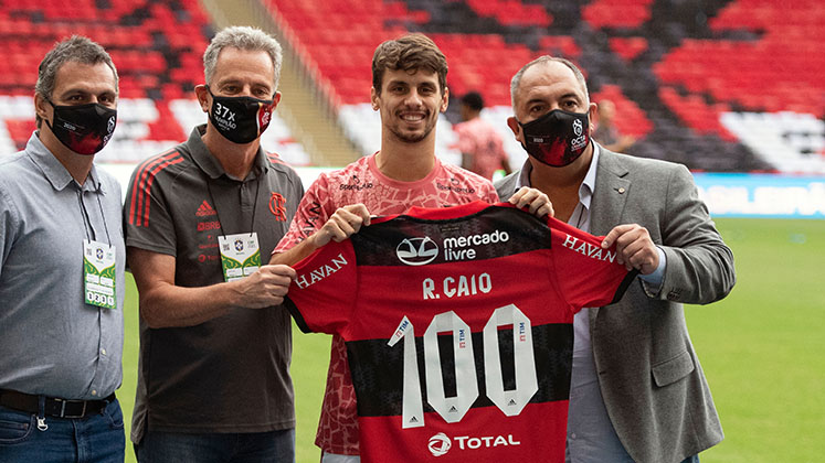 Rodrigo Caio holds up a Flamengo shirt while being paraded on the pitch before a game