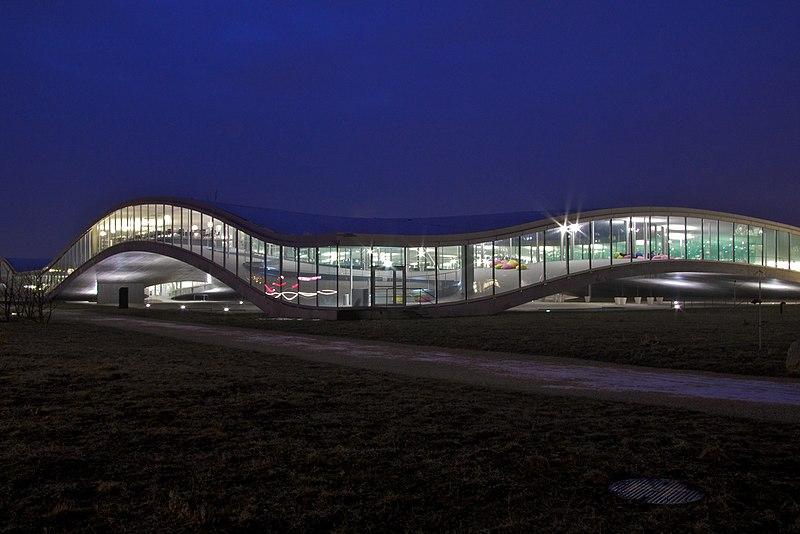 Image of the Rolex Learning Center in École Polytechnique Fédérale de Lausanne