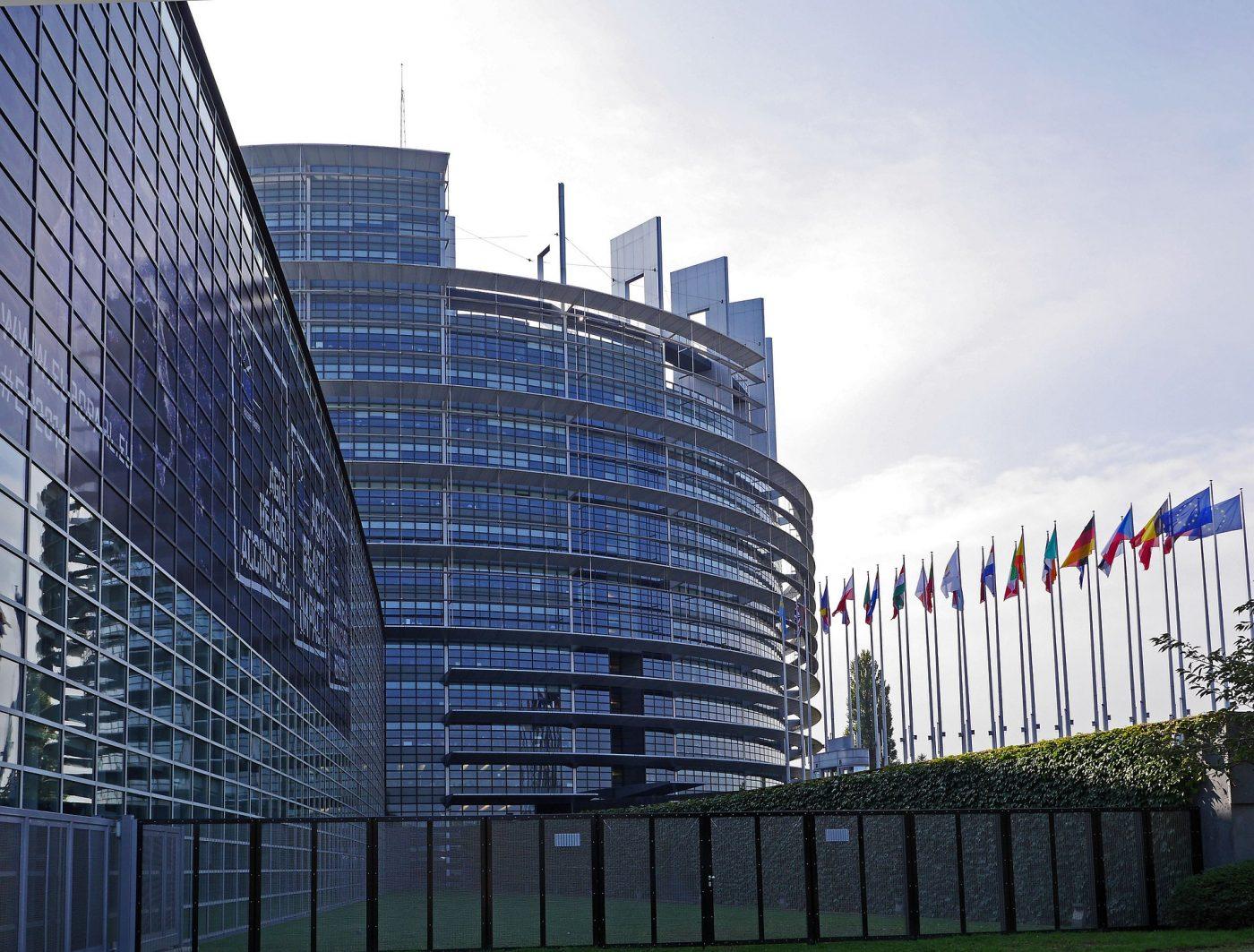Русофобы Европарламента хотят включить в антибелорусский санкционный список граждан РФ