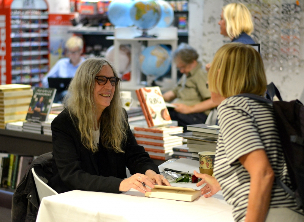 2-patti-smith-at-a-book-signing-at-politikens-boghal