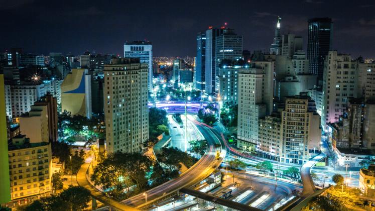 Night-time city traffic, Terminal Bandeira, São Paulo, Brazil