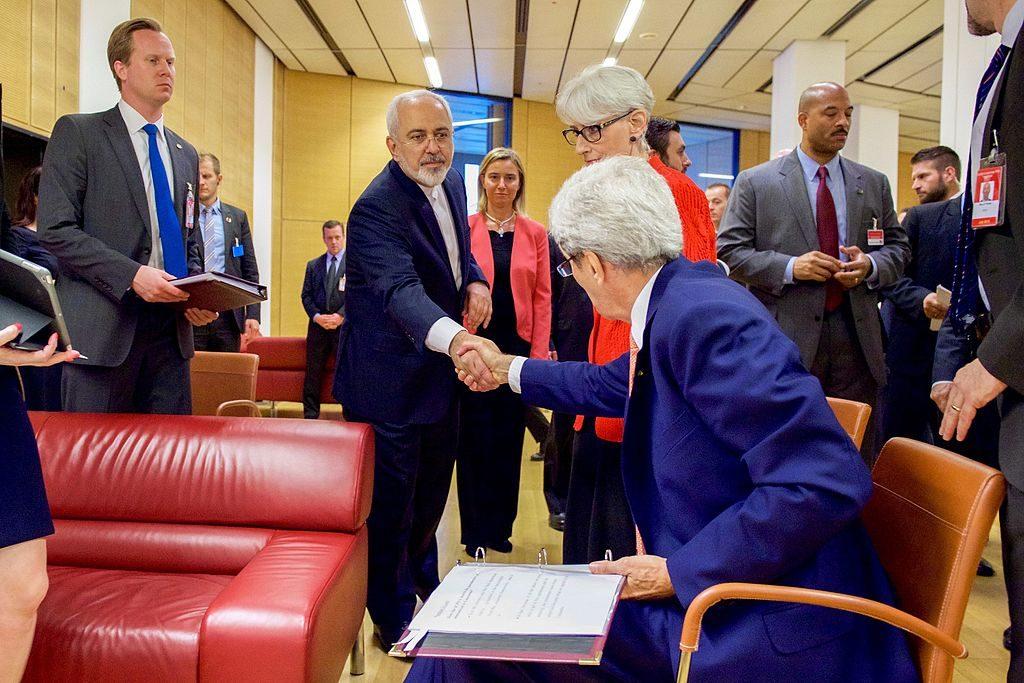 Secretary_Kerry_shakes_hands_with_minister_Zarif