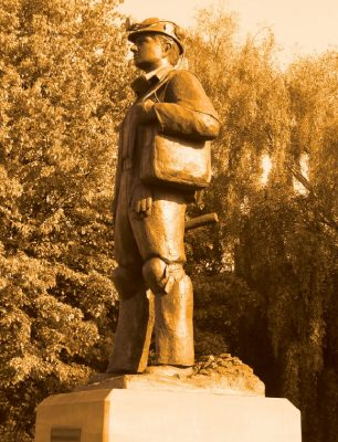 Miner statue Mansfield
