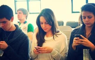 SmartPhone Users. Image Credit: Esther Vargas [https://www.flickr.com/photos/esthervargasc/9657863733/]