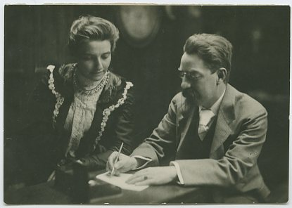 Beatrice and Sidney Webb c 1895. IMAGELIBRARY/1385. LSE
