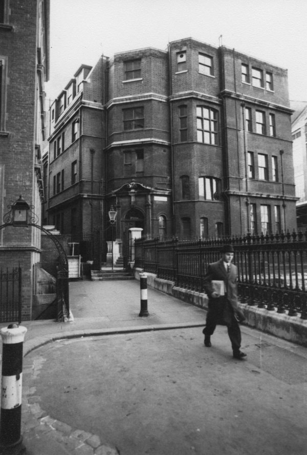 Government Laboratory, Clements Inn Passage, c1965. IMAGELIBRARY/26. LSE