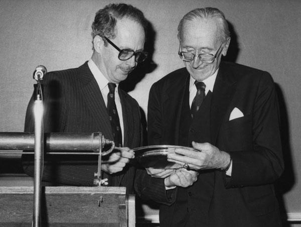 Professor Dahrendorf presenting Professor F A Hayek with a Commemorative Plate, 1981. IMAGELIBRARY/98. LSE