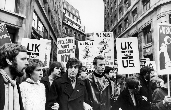 EMGNEW Marchers protest in Aldwych, London during a mass Anti Vietnam war rally. 27th October 1968. Credit: Alamy