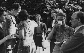 LSE students at Cambridge 1940s credit LSE Library