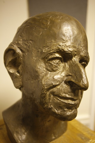 Bronze head of Sir Karl Popper, who founded the Department of Philosophy, Logic and Scientific Method at the London School of Economics in 1946. Bronze head by Josef Pillhofer, donated to the department by Dr Thomas Klestil, Federal President of the Republic of Austria, on the 9th February 1995