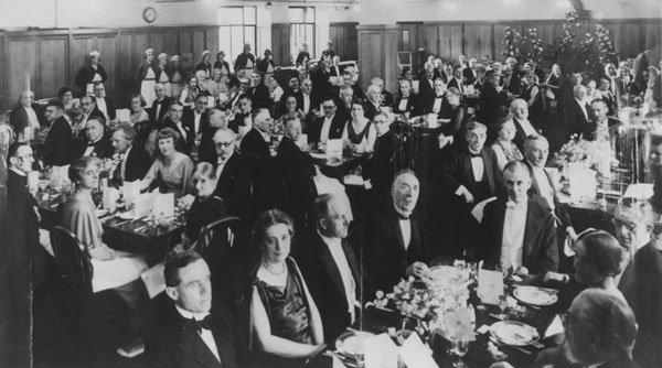 Dinner in the Refectory c1930s. IMAGELIBRARY/1328. LSE. Thought to be for G B Shaw.
