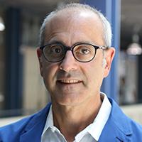 Portrait photo of Paul Apostolidis